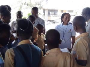 Jessica Fièvre et les jeunes du Collège Ruben Marc